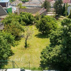 SLOVAK INVEST - ponúka na predaj veľkorysý stavebný pozemok v Bratislave, ulica Jaskový rad.