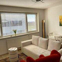Slnečný 2 izb. byt s veľkým balkónom, park. miestom a kvalitnou kuch. linkou