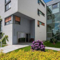 Exkluzívny 3 izbový byt,novostavba pri Slavíne s výhľadom a parkovaním