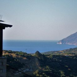 Kamenný dům s výhledem na moře, Kréta, Řecko
