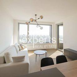 Krásny, dizajnový 2i byt, 45m2, lodžia, parkovanie, Sky Park