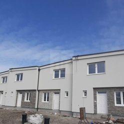 Directreal ponúka Na predaj priestranné,  4 - izbové rodinné domy v radovej zástavbe , v kľudnej čas