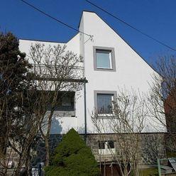 2 izbový byt 75 m2, v rodinnom dome na parcele 946 m2 - Železničiarska ulica - PRIEVIDZA