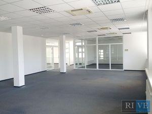 260 m2 – 360 m2 – moderné administratívne priestory so sklenenými priečkami
