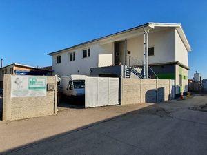 PNORF – hala, polyf. budova s 3x 2i byty, kancelárie, kovovýroba, garáž, 557 m2, areál Lubonasu