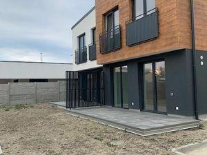 Novostavba 3-izbový byt v uzatvorenom areali + 21,50m2 terasa + 173m2 záhradka + parkovacie miesto