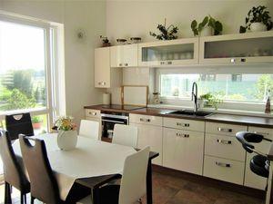 PROMINENT REAL predá moderne vybavený 5 izbový rodinný dom v novej časti v Kráľovej pri Senci.