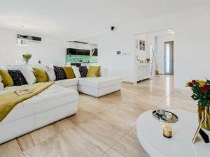 Moderný 5 izbový rodinný dom 300 m2 + pozemok 871 m2 Malinovo, garáž