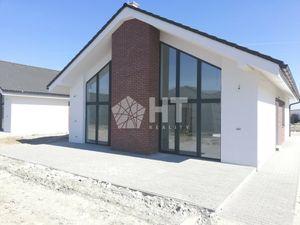 *PRED DOKONČENÍM*: 5 IZBOVÝ TEHLOVÝ BUNGALOV- ÚP 119 m2, POZEMOK 574 m2, Chorvátsky Grob- IBA 4 KM O