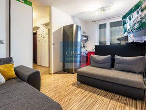 ZNÍŽENÁ CENA! Na predaj 2 izbový byt s predzáhradkou NOVOSTAVBA v tichej časti Slovenského Grobu