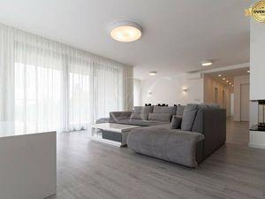 REZERVOVANÉ Moderný 5-izbový byt s priestrannou terasou a balkónom