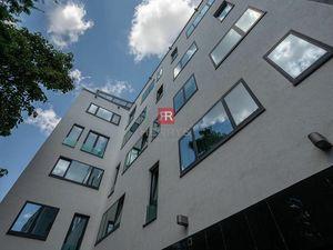 HERRYS - Na predaj nadštandardný priestranný 1 izbový byt pri Prezidentskom paláci s garážovým státí