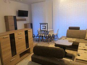 Prenájom 1 izbový byt 38 m2 s loggiou a výťahom v Petržalke, na ulici Zuzany Chalupovej, Slnečnice,
