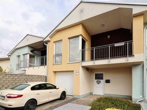 LEXXUS-PREDAJ Veľkorysý 4 izbový radový dom s garážou - Rovinka