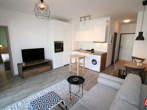 Directreal ponúka 2-izbový zariadený byt s loggiou v novostavbe SLNEČNICE + parking v podzemnej gará