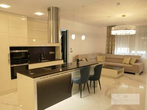 Prenájom -  4 i byt na Nám. SNP ponúka budúcim nájomníkom pohodlie, priestor i eleganciu