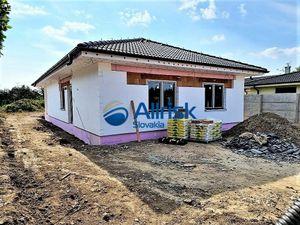 Nádherná 4 izbová novostavba na predaj s veľkým pozemkom v obci Diakovce
