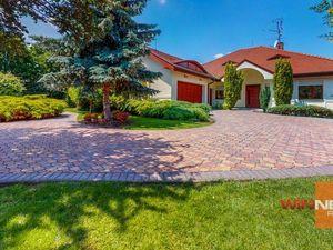 Ponúkame na predaj rodinnú vilu s pozemkom 2278m2, DUNAJSKÁ STREDA