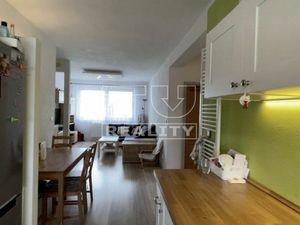 REZERVOVANÉ!!! Krásny bezbariérový 3-izbový byt s parkovacím miestom a s možnosťou záhradky, 65m2