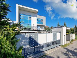 HALO reality - Prenájom, rodinný dom Bratislava Nové Mesto, Koliba, exkluzívna rezidenčná vila - NOV