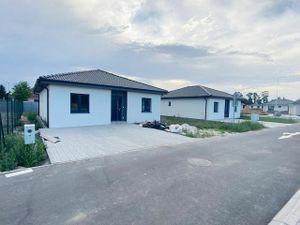 NOVINKA - kvalitné 4 izbové rodinné domy v obci Sása - Lehnice, pozemok 550m2
