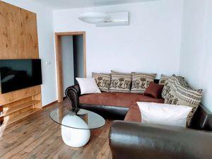 Nový 3 izbový, klimatizovaný byt s novým zariadením a parkovaním v cene