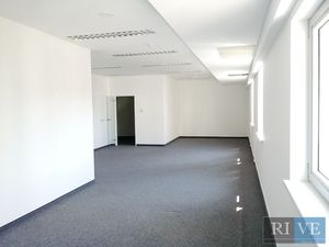77,40 m2 ( 61,50 kancelária + 15,90 m zázemie ) – open space v centre mesta
