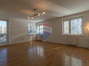 PRENÁJOM priestranného 4-izbového bytu, Lichnerova ulica