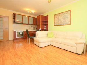 PRENÁJOM - Svetlý 2i byt v Dúbravke na Saratovskej s parkingom, BA IV