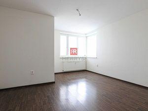 HERRYS - Na prenájom 1 izbový priestranný byt v staršej novostavbe na Píniovej ulici