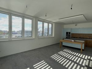 Nový 3-izbový byt pri žel. stanici s veľkou terasou