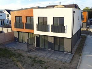 Novostavba kompletne urobený 4-izbový dom v Bratislave ul. Hradská uzatvorený areal na DO
