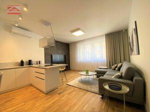 Ponúkame na prenájom krásny, štýlový 2-izbový byt s parkovacím miestom na Dunajskej ulici v centre S