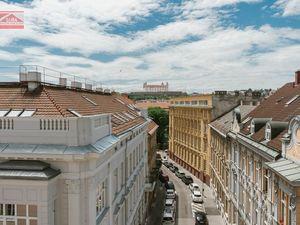 Ponúkame na predaj 2 - 3 izbové nové byty na Gunduličovej ulici v centre Starého mesta, v blízkosti