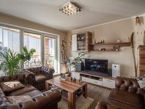NA PREDAJ pekný 4-izbový byt s 2 garážovými státiami, kompletne zariadený, Smaragdová ul.
