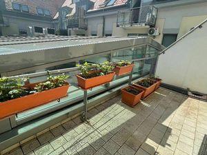 RK MAXIS REAL:NA PREDAJ :   3 izbový byt s terasou  v novostavbe priamo centre mesta.