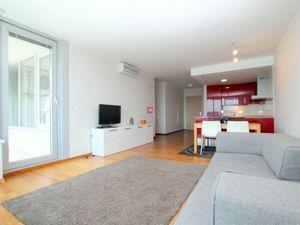 HERRYS - Na prenájom priestranný 3 izbový byt v projekte III Veže s výhľadom na mesto vrátane intern