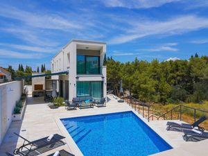 Nová moderní vila s bazénem a zahradou, Brač, Chorvatsko