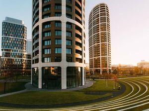 PREDAJ - Slnečný 3-izbový byt na 26.p., SKY PARK vo veži 2, Továrenská