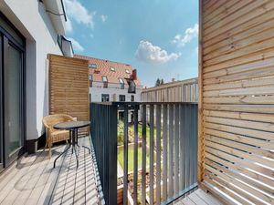 Krásny byt priamo v centre, balkón, klimatizácia, parkovacie miesto, pivnica