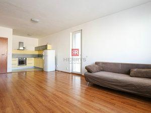 HERRYS - Na prenájom priestranný čiastočne zariadený 2 izbový byt s krytou terasou a samostatnou gar