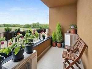 Reality&Bývanie: Predaj priestranného 2i s loggiou a pekným výhľadom v Slnečniciach - zóna Viladomy