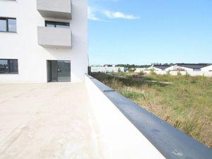 Na predaj 2 izbový byt - apartmán s veľkou terasou a vysokými stropmi v jedinečnej novostavbe v Mala