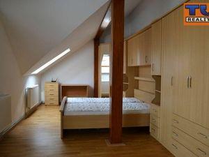 Na prenájom slnečný 3-izbový byt v rodinnom dome v Nitre-Zobor, 120m2
