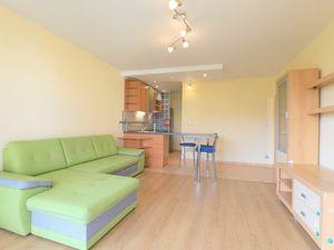 HERRYS - Na prenájom priestranný 2 izbový byt na začiatku Petržalky s výbornými možnosťami parkovani