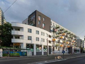 VÝHODNÝ PRENÁJOM - Parkovacie státie - Plynárenská / Prievozska ulica - bytový dom APOLIS