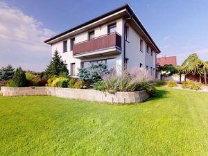 Directreal ponúka Priestranný zariadený rodinný dom s úžitkovou plochou 392m2, 6-izbami a 3-kúpeľňam