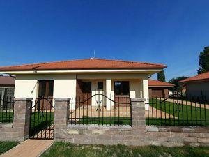 3-izbová novostavba rodinného domu s garážou 18 km do Dunajskej Stredy
