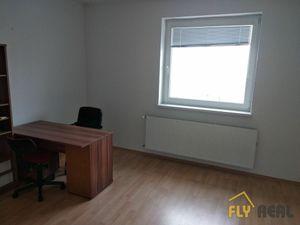 Prenajmeme kancelárske priestory v Sládkovičove (25,08 m2) aj s parkovacím miestom!