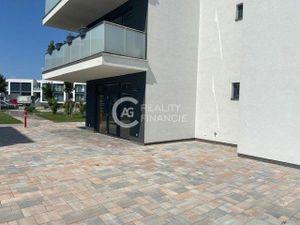 AG REALITY I  na prenájom atraktívne obchodné a kancelárske priestory na námesti  v Green Village-Du